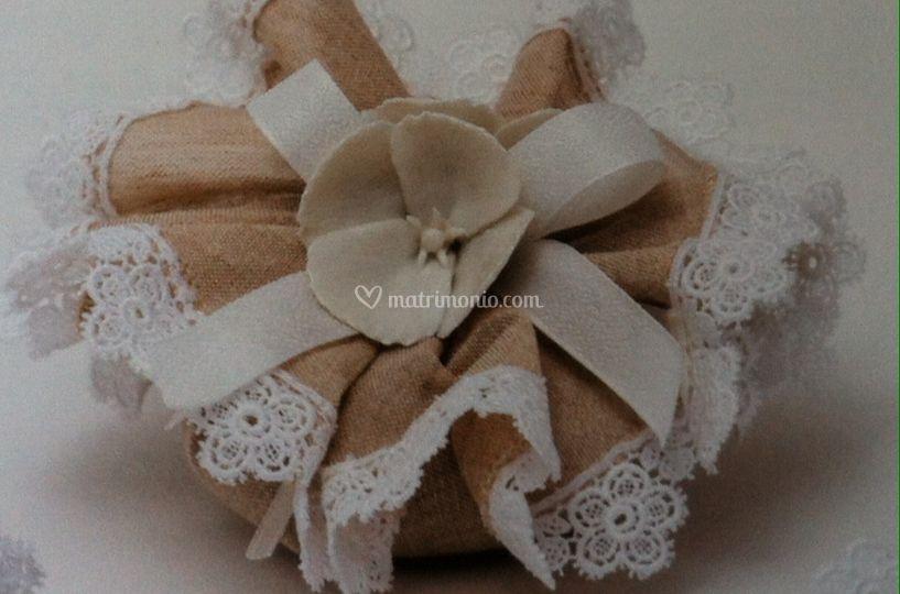 Idea sacchetto lino e macrame'