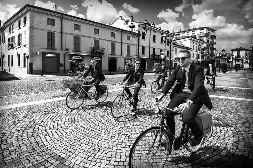 Arrivo sposo in bicicletta