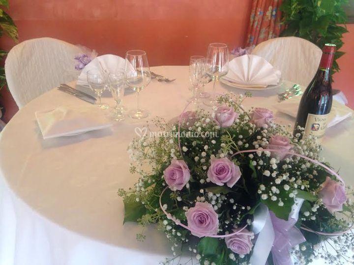 Tavolo con decoro  in lilla