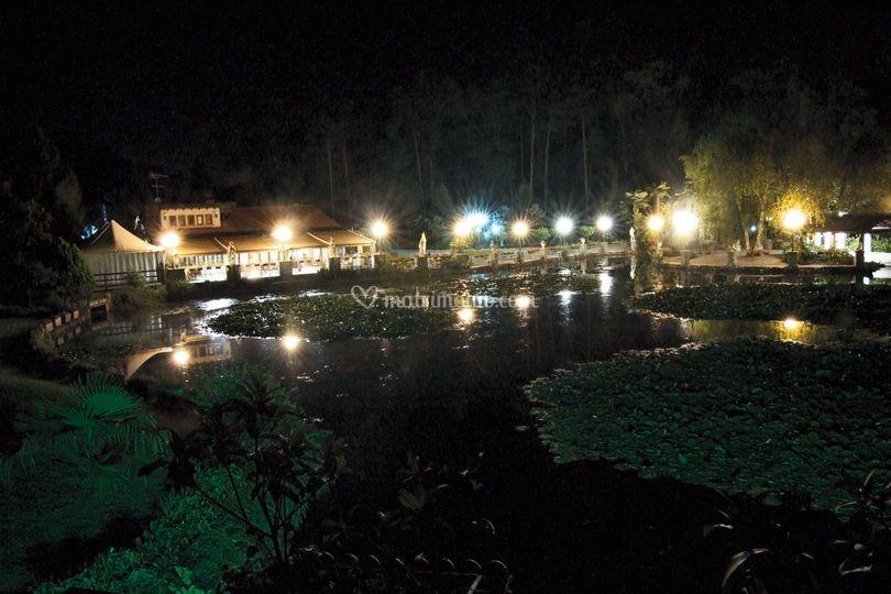 Lago in notturna