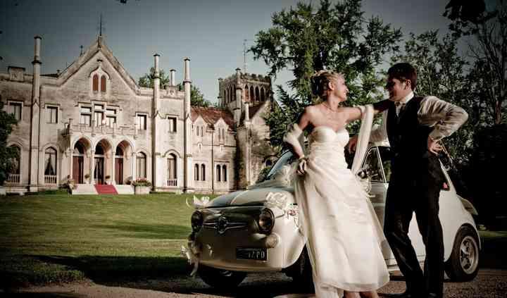 Sposi con auto d'epoca
