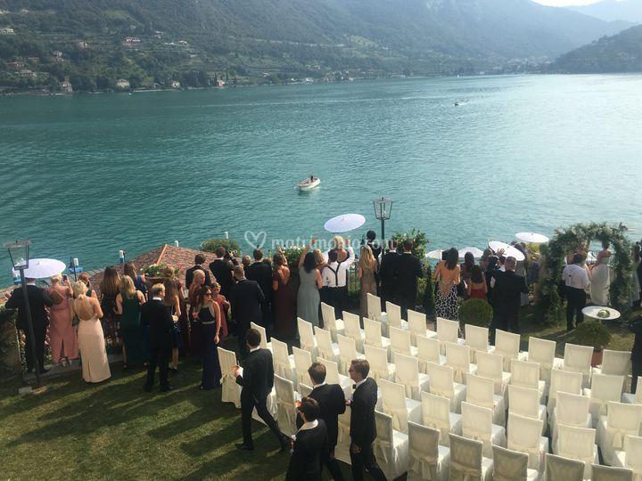 L'arrivo in barca degli sposi