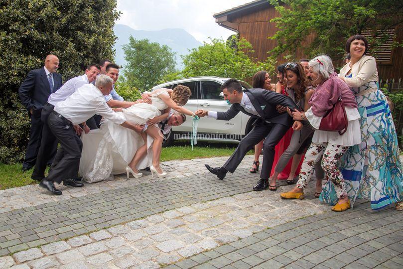 Tiro alla fune degli sposi