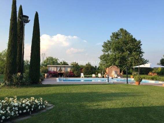 Vista piscina e parco