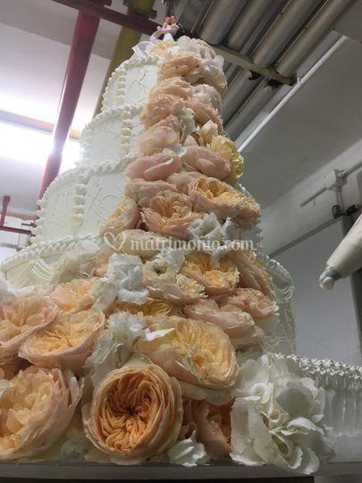 Torta con rose inglesi