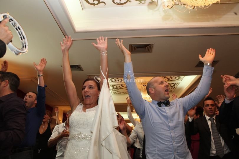La sposa si diverte