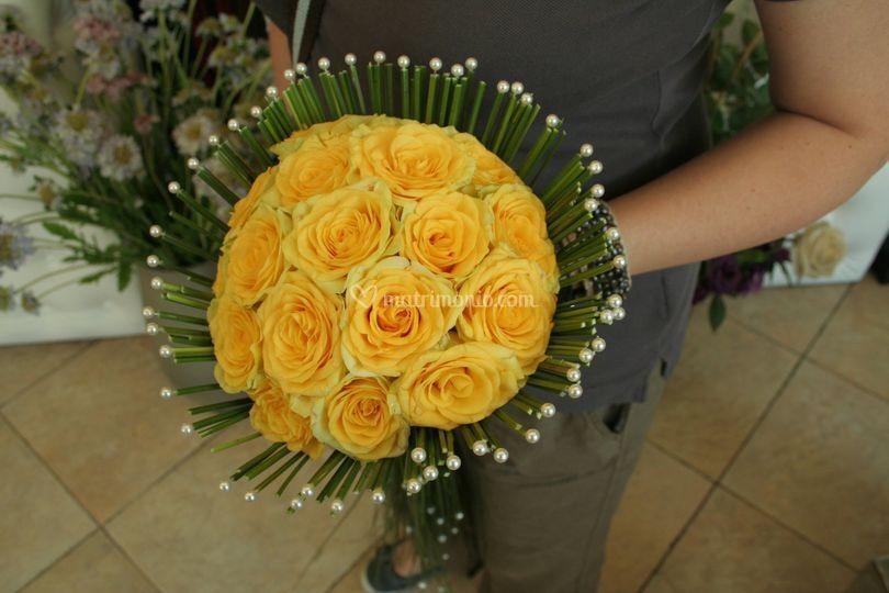 Bouquet  rose gialle doppie di L'Oasi