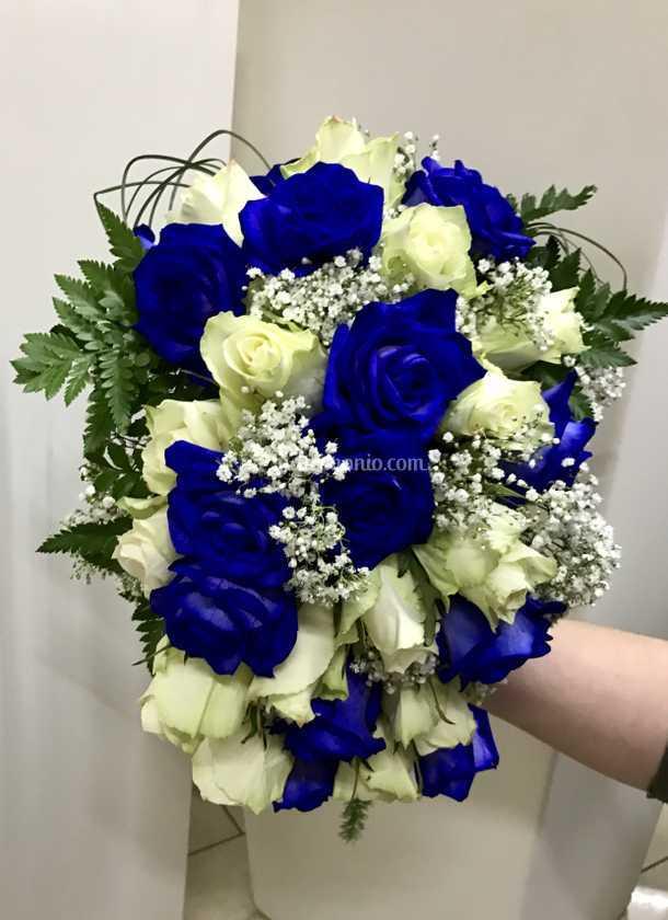 Bouquet Sposa Blu E Bianco.Bouquet Cascante Blu E Bianco Di Non Solo Fiori Foto 17