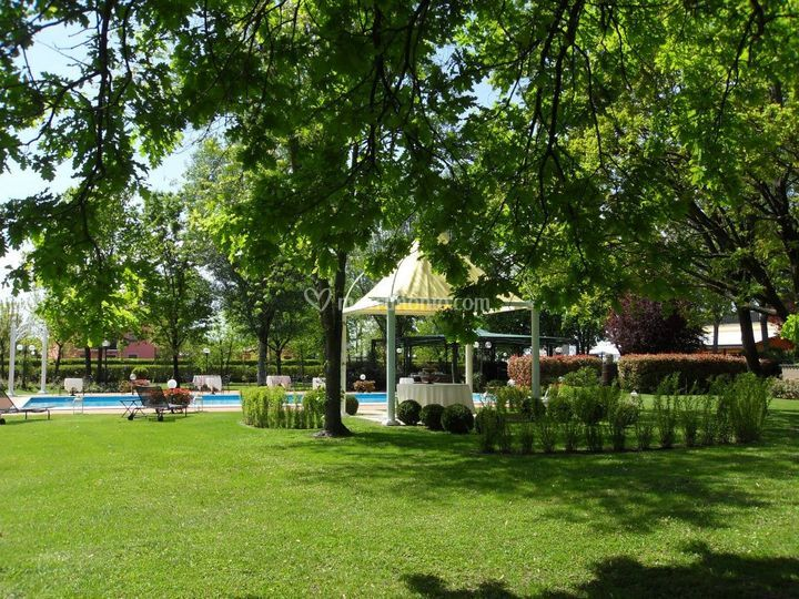 Giardino ingresso piscina