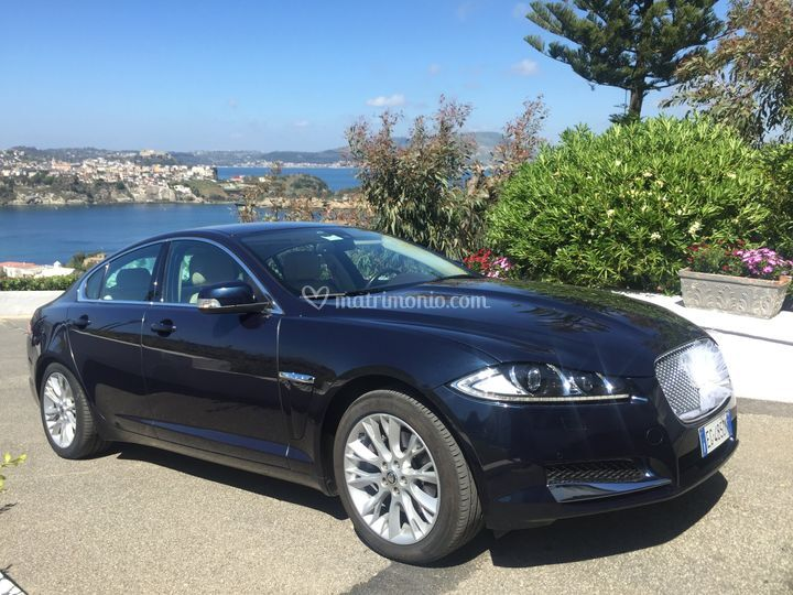 Jaguar xf blu