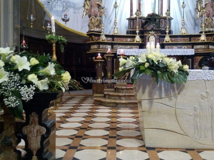 Altare e balaustra