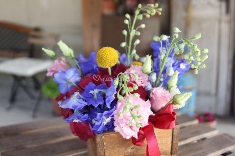 Composizione floreale su legno