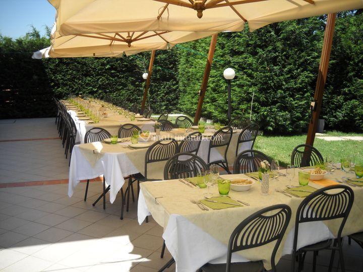 Terrazzo con ombrelloni