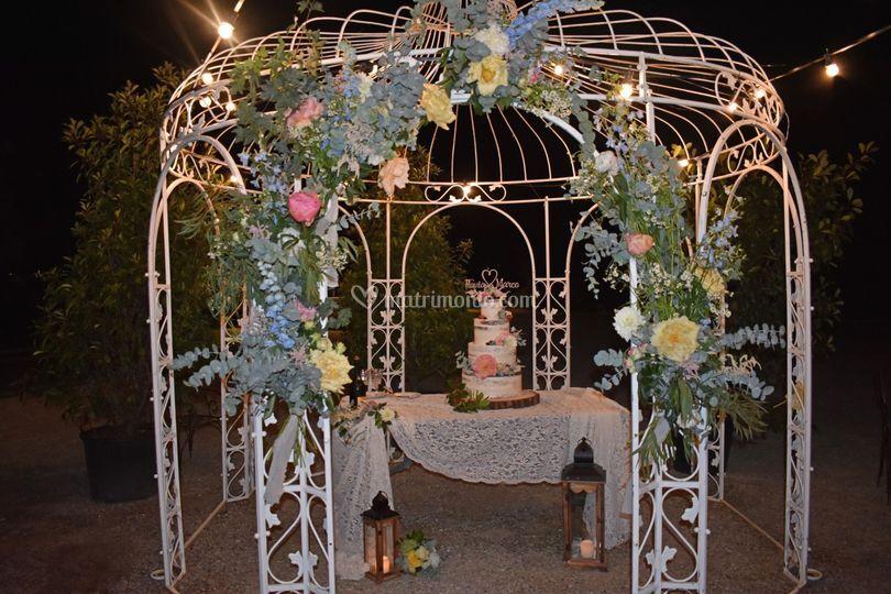 Rustic cake wedding table