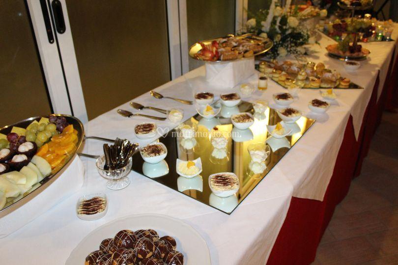 Buffet di frutta e dolci