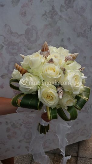 Bouquet rose e conchiglie