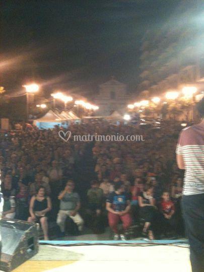 Festa di piazza vista palco