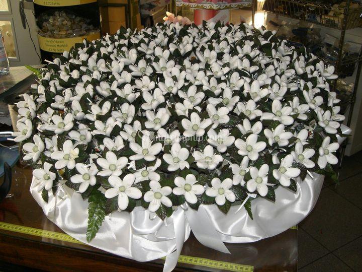 Estremamente Cesto con fiori di confetti di Dolcemente di Patrizia Piscitelli  UE94