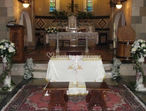 Decorazioni floreali per l'altare