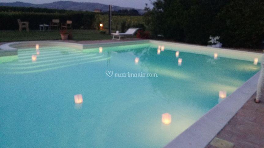 La piscina con le candele di agriturismo cirene foto 8 for Candele per piscina