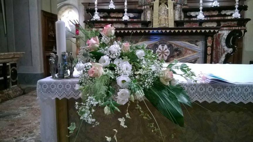 Altare rose lisianthus
