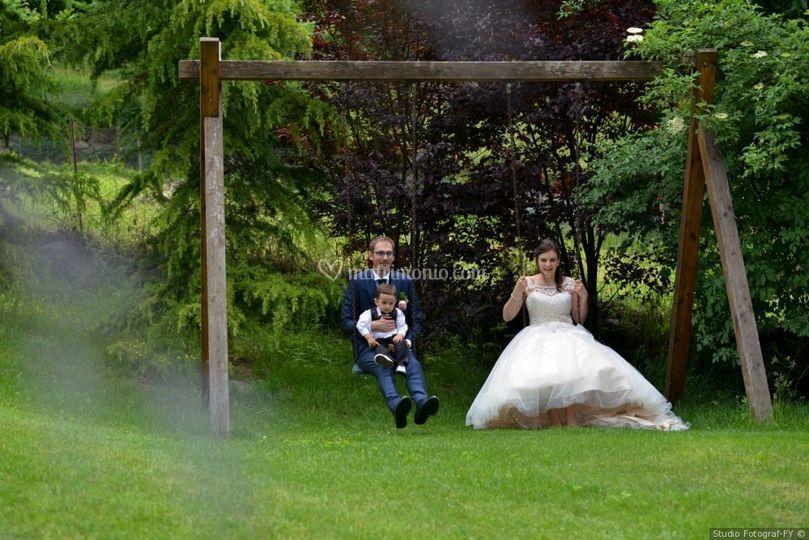 Sposi sull'altalena