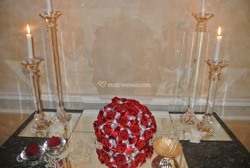 Composizione rose con confetti