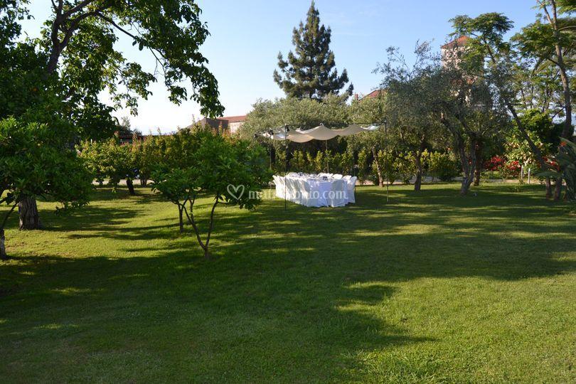 Giardino con tavolo imperiale