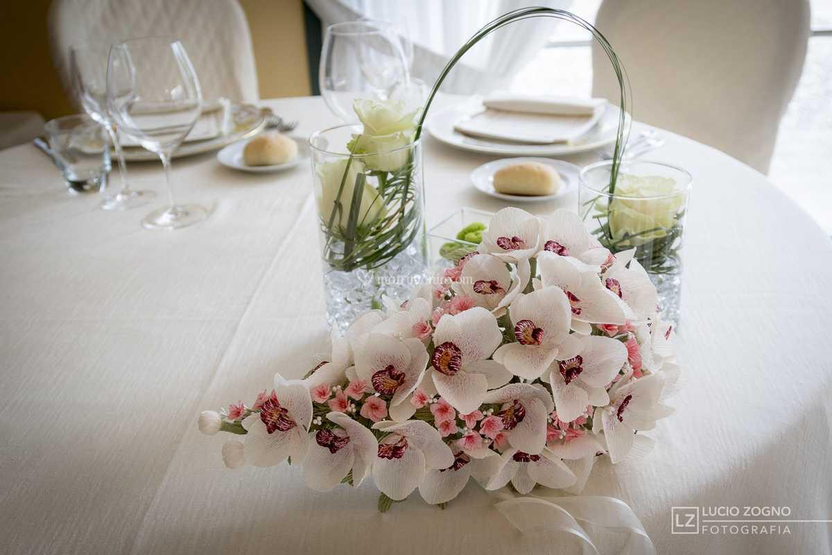 Bouquet Sposa Orchidea Bianca.Bouquet Di Orchidee A Cascata Di Forsitia Bouquet Sposa In Carta