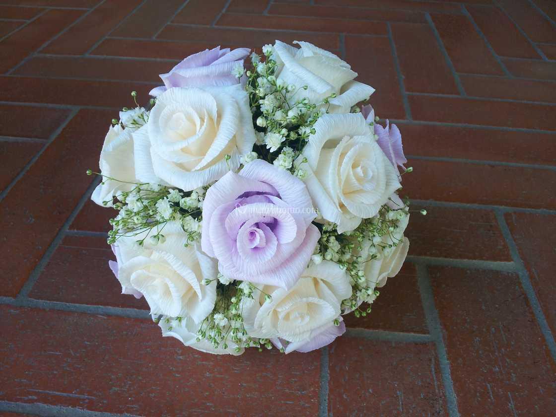 Bouquet Sposa Lilla.Bouquet Di Rose Lilla E Panna Di Forsitia Bouquet Sposa In