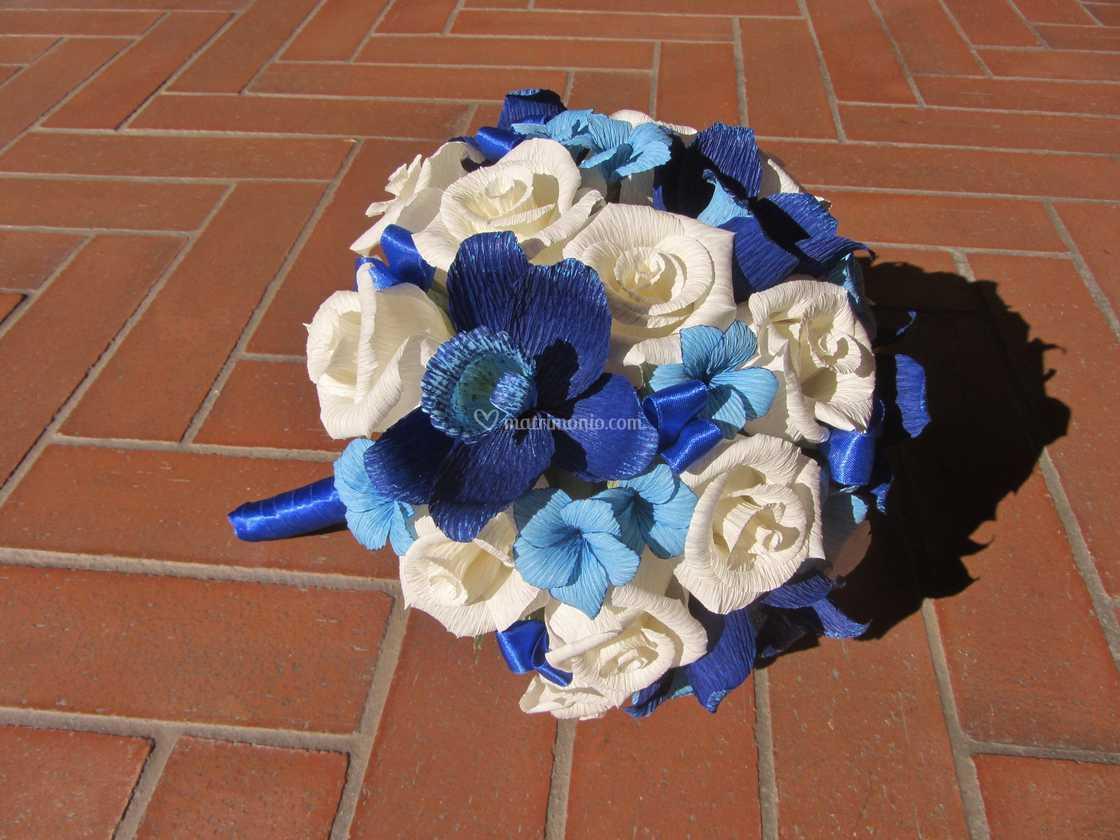 Bouquet Sposa Orchidee Blu.Bouquet Rose E Orchidee Blu Di Forsitia Bouquet Sposa In Carta