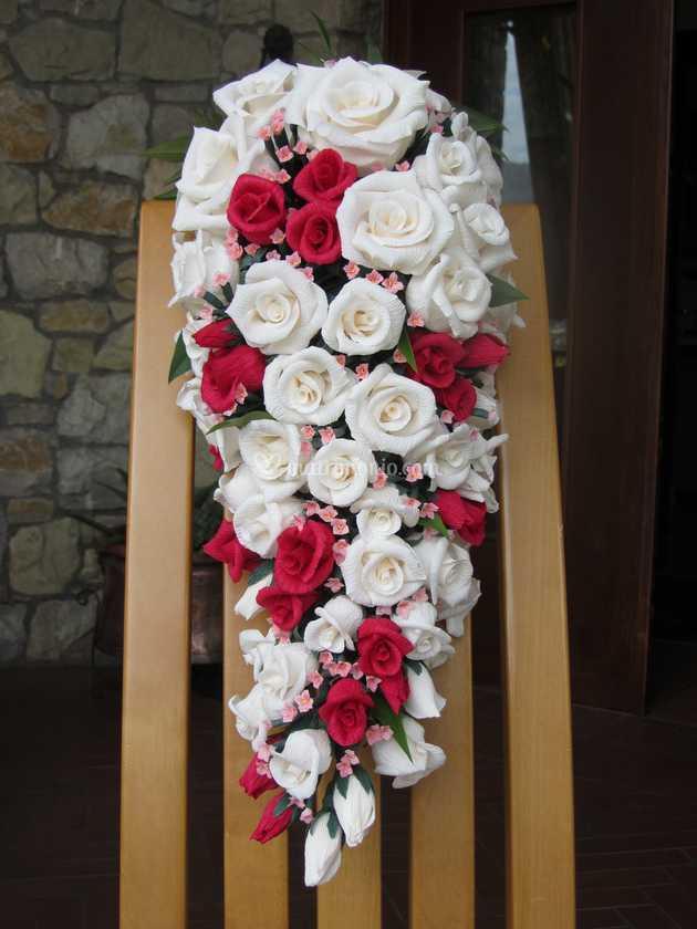 Bouquet Sposa Pendente.Buoquet Di Rose Pendente Di Forsitia Bouquet Sposa In Carta Foto 56