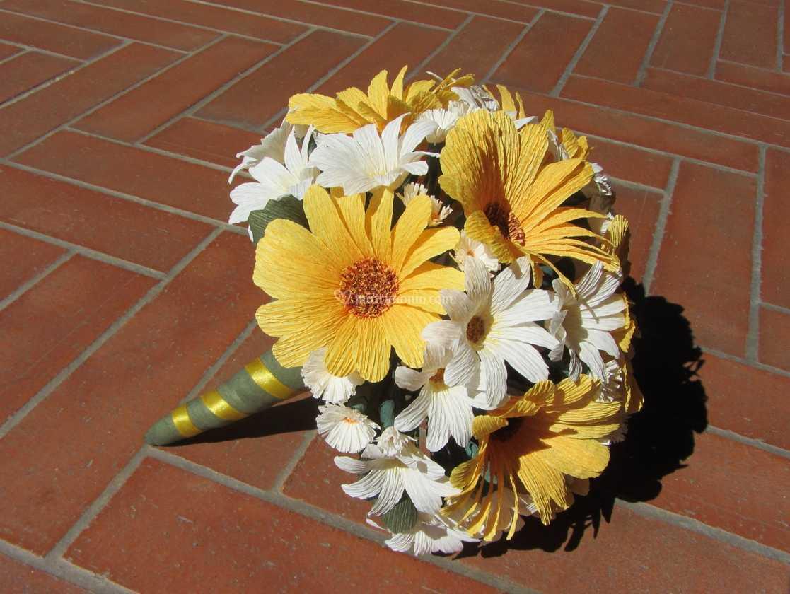 Bouquet Margherite Sposa.Bouquet Gerbere E Margherite Di Forsitia Bouquet Sposa In Carta