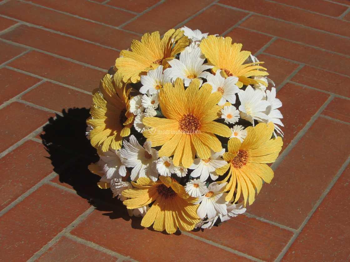 Bouquet Sposa Gerbere.Bouquet Gerbere E Margherite Di Forsitia Bouquet Sposa In Carta