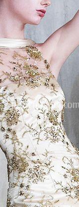 Modello con gioielli Swarovski