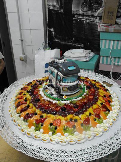 Nuziale di frutta con Camper