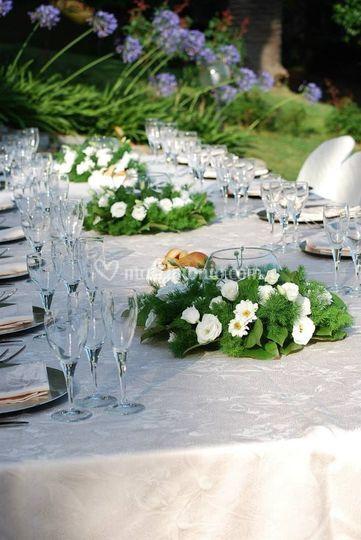 Tavolo imperiale in giardino