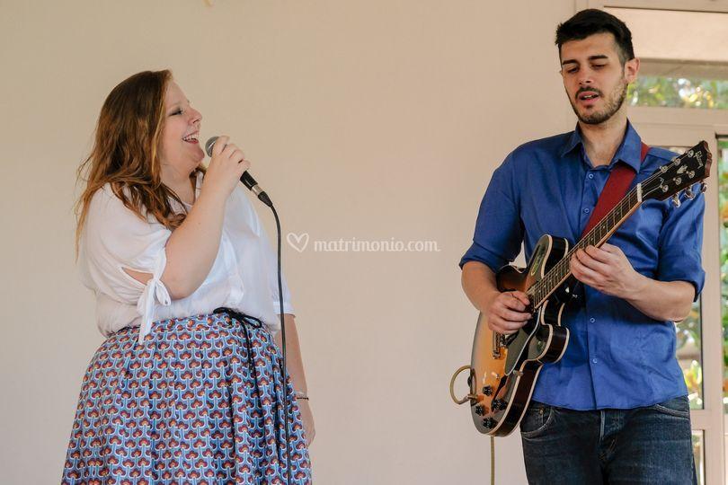 La cantante e il chitarrista
