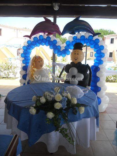 Arco cuore e sposi mezzo busto