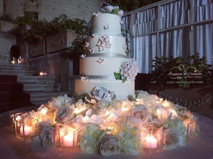 Wedding Cake tra i fiori!
