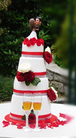 Red passion wedding cake 3