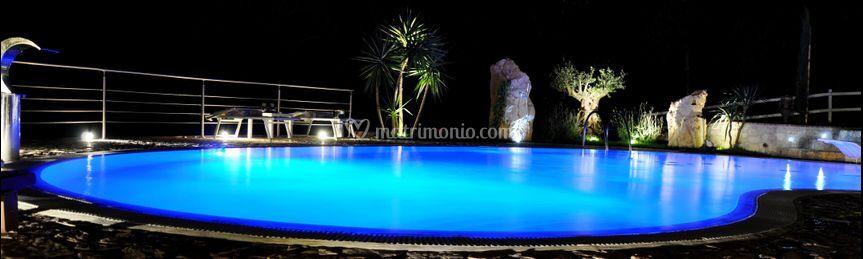 La piscina che cambia colore