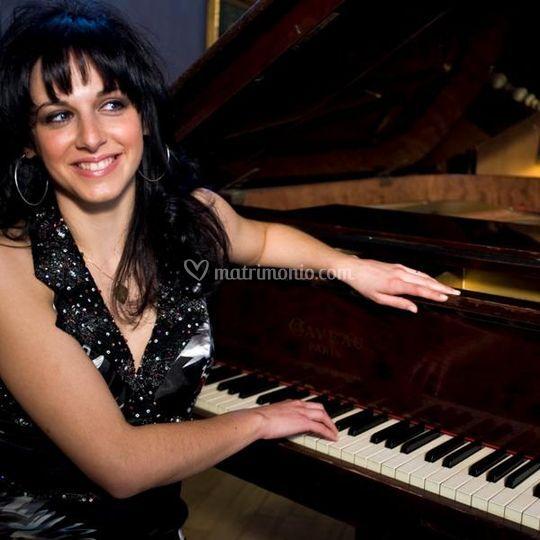 Mia al piano