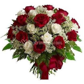 Bouquet Sposa Rose Bianche E Rosse.Rose Rosse E Bianche Di Italia In Fiore Foto 6