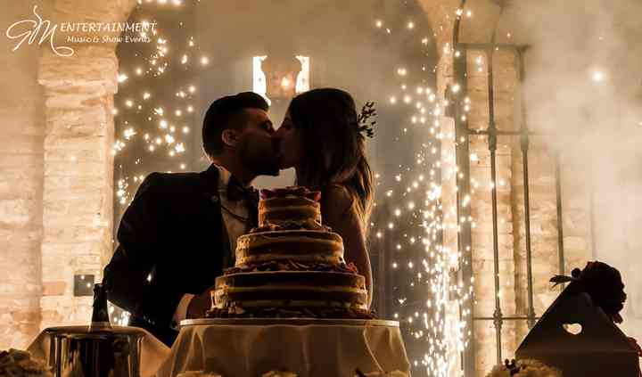 Torta e fontane luminose