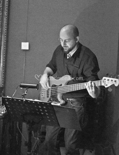 Decadance Band - bassista