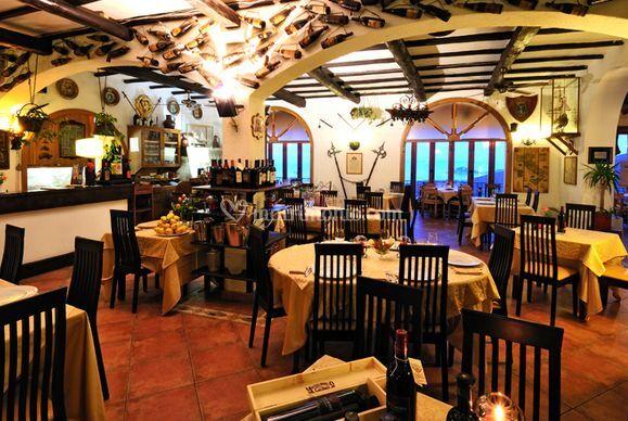Arredamento rustico di ristorante publius foto for Arredamento rustico italiano