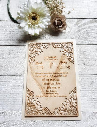 Invito su foglio di legno