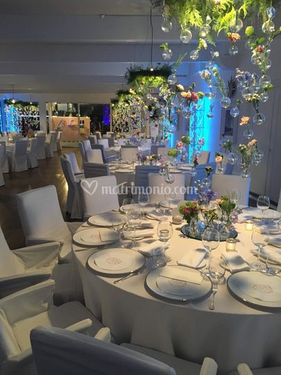 Floating centrepieces