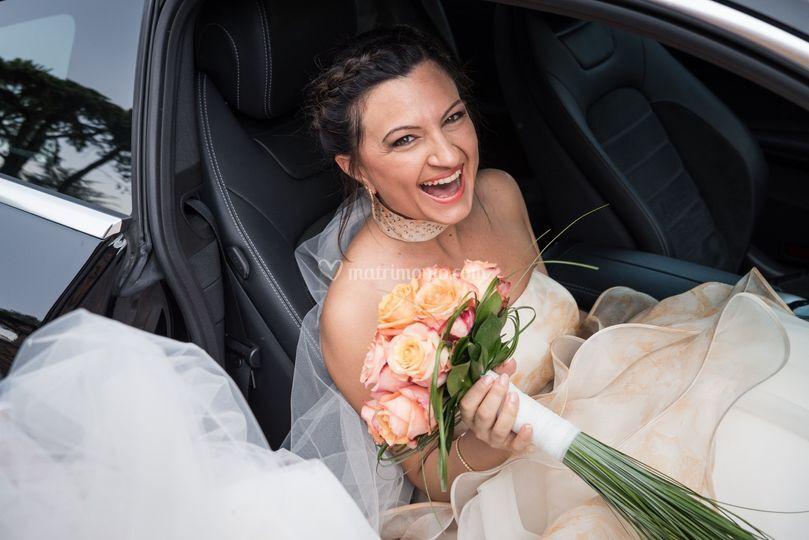 Sposa entra in macchina
